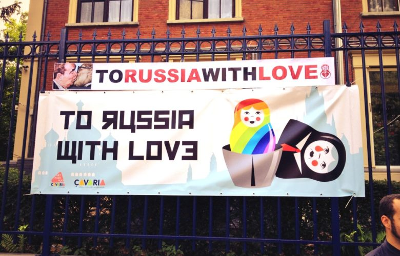 """Antwerp's """"To Russia With Love"""" Kiss In"""